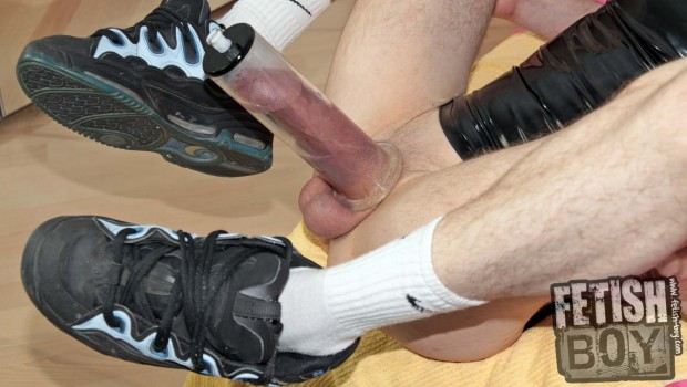 Vacuum_Pumping_in_Rubber_and_Sneaks-008