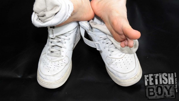 Smelly_Sneaks_Sox_and_Feet_X-031